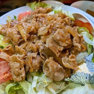 まるで下町中華のタコライスw絶品豚ロース丼がヤミツキ!