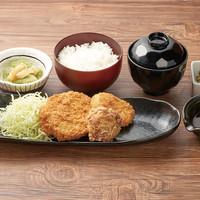 北海道コロッケ2種とザンギ定食