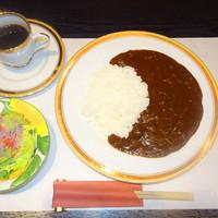 ◇ステーキ屋さんのカレーライス ミニサラダ・ソフトドリンク付き